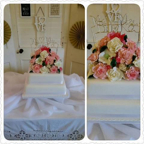 iced_roses_wedding_cake