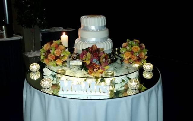 round_wedding_cake