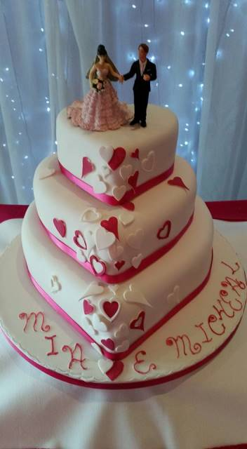 heart_shaped_wedding_cake